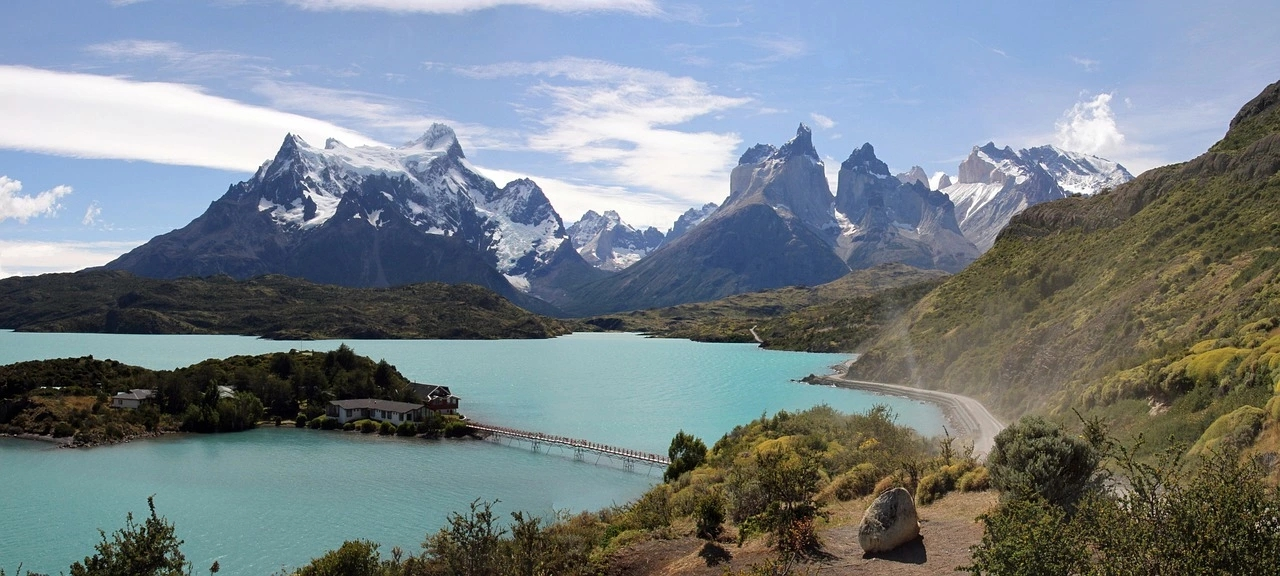 This image has an empty alt attribute; its file name is torres-del-paine.webp